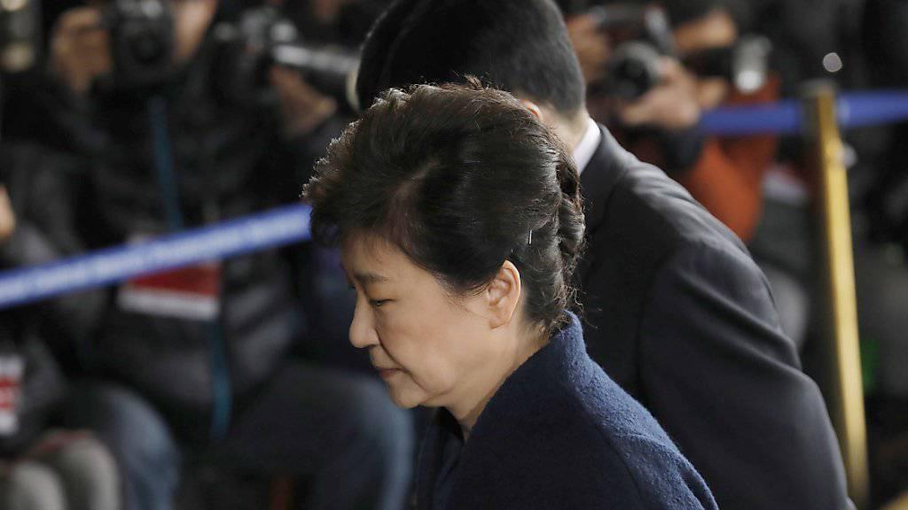 Südkoreas abgesetzte Präsidentin Park Guen Hye bei der Ankunft im Büro der Bezirksstaatsanwaltschaft in Seoul.