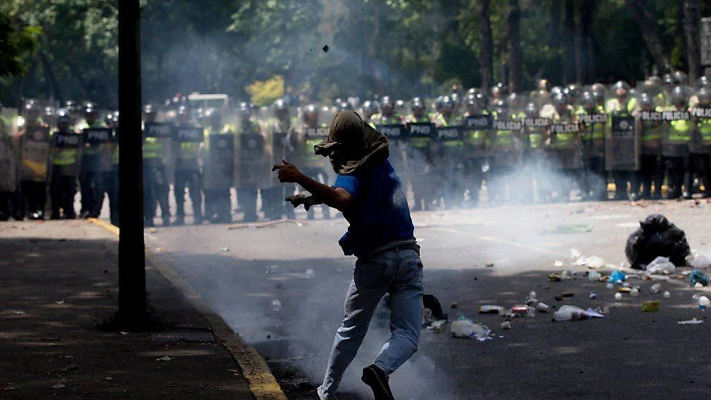 Explosive Lage: In den vergangenen Tagen gab es immer wieder Proteste in Venezuela, weil es kaum noch Grundnahrungsmittel und Medikamente gibt.