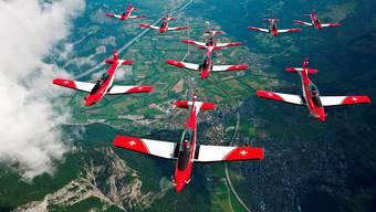 Das weltweit bekannte PC-7 Team der Schweizer Luftwaffe zeigt seine atemberaubende Air-Show.