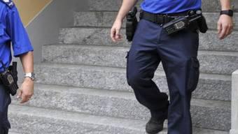 Zwei Polizisten in Wil (Archiv)