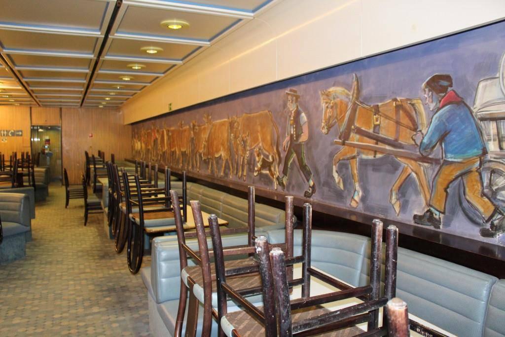 Die bekannte Wandmalerei musste ebenfalls verschwinden.