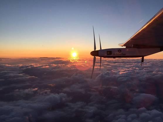 Statt in Nanjing musste das Solarflugzeug in der japanischen Stadt Nagoya landen. Aufgrund schlechten Wetters konnte das Flugzeug nicht mehr abheben. Erst am 29. Juni ging es weiter nach Hawaii.