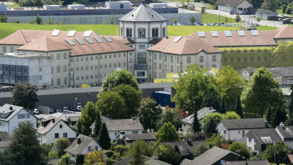 Die Justizvollzugsanstalt (JVA) Lenzburg im Kanton Aargau richtet ein System zur Abwehr von Drohnen ein. Bislang ist es noch zu keinem Vorfall gekommen. (Archivbild)