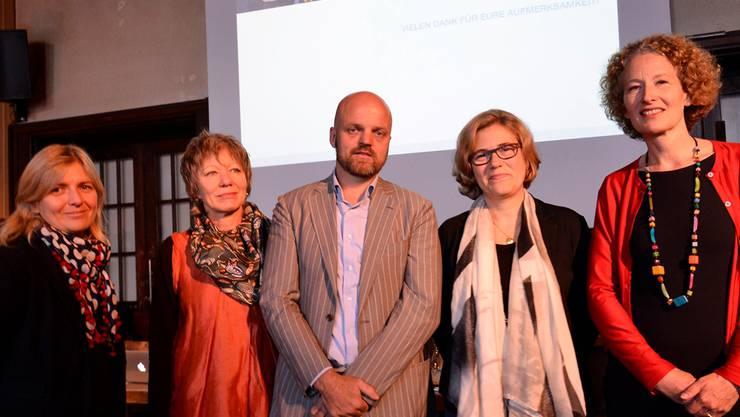 Culturescapes-Direktor Jurriaan Cooiman stellte das Balkan-Festival vor – gemeinsam mit den Partnerinnen (v.l.): Annina Zimmermann (Programm der Artists in Residence), Brigit Hagmann (von der Deza), Carena Schlewitt (Direktorin der Kaserne Basel), Katrin Eckert (Direktorin Literaturhaus und Buch Basel). Nicole Nars-Zimmer