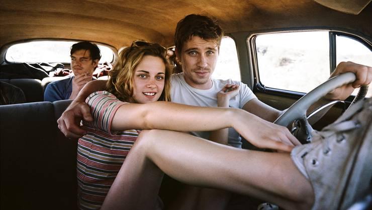 Einfach drauflosfahren: Sal (Sam Riley), Marylou (Kristen Stewart) und Dean (Garrett Hedlund) auf ihrem Trip durch die USA.filmcoopi