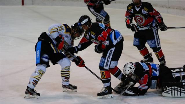Andi Vital (links) und sein Team kämpfen sich in die Partie zurück.