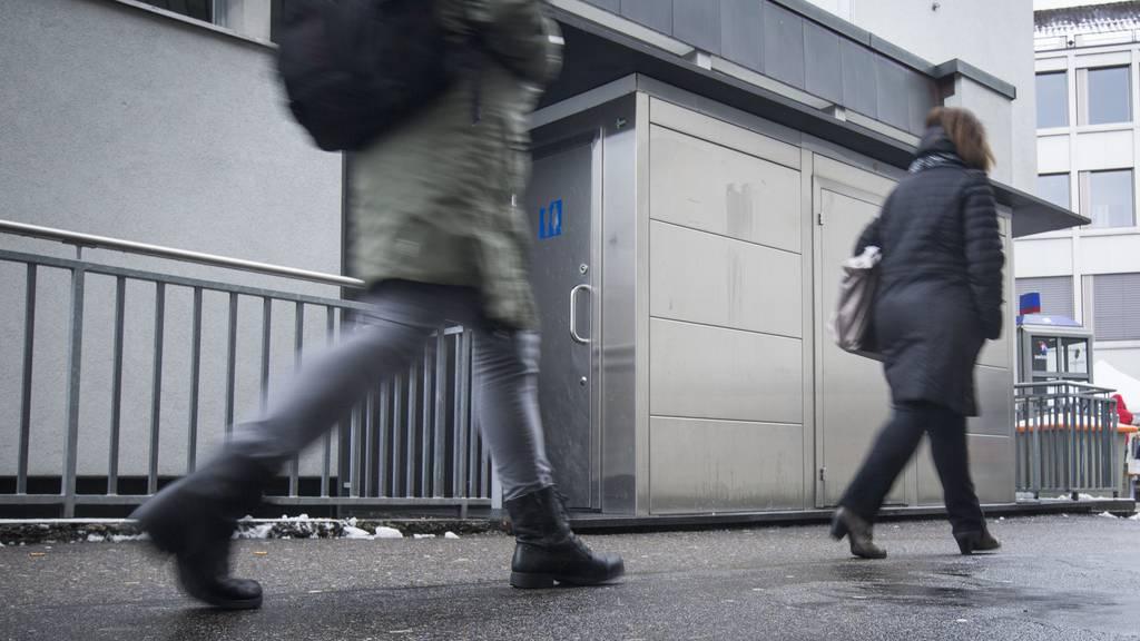 Gratis sind bislang öffentliche Toiletten und WCs in Einkaufszentren.