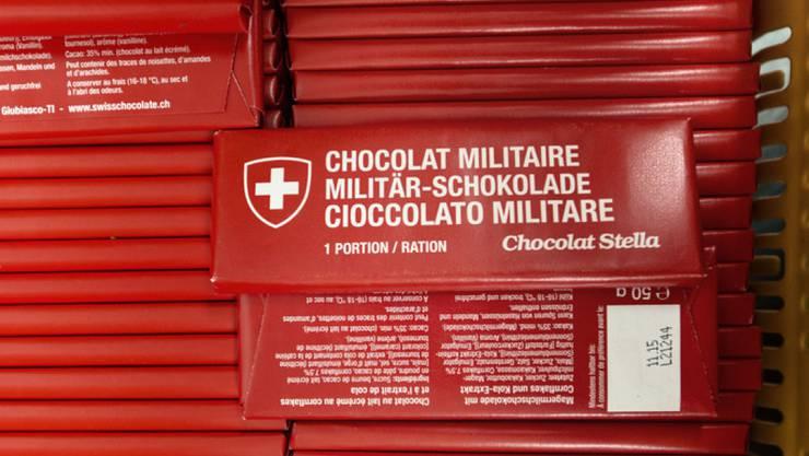"""Die echte Schweizer Militär-Schokolade bleibt ohne Konkurrenz. Die Firma Star Trade darf ihre Schokolade nicht mehr mit der Aufschrift """"Swiss Army"""" bewerben. (Archiv)"""