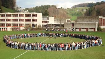 So geschlossen können die Kreisschulen nicht immer auftreten –  Oberstufenschüler der Kreisschule Mittleres Wynental in Unterkulm 2008