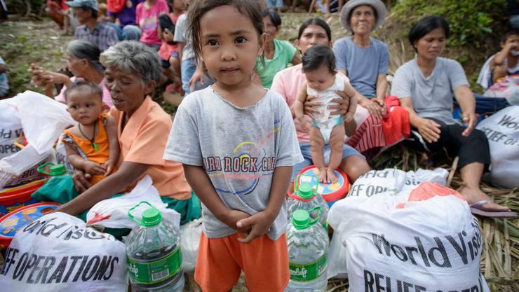 Die Versorgung mit Hilfsgütern, insbesondere Lebensmittel, funktioniert eine Woche nach dem verheerenden Taifun nun.