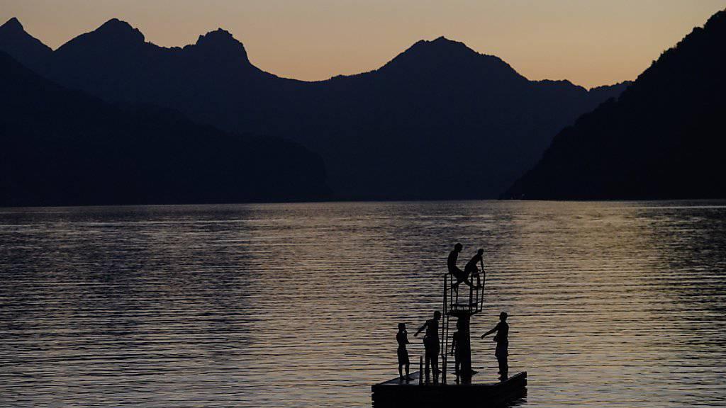 Abendstimmung beim Walensee: Die Hitzewelle hat für eine weitere Tropennacht gesorgt.