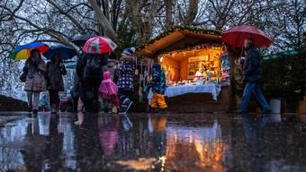 «Grauzone Solothurn. Nebelverhangen zeigt sich die Stadt. Ab und zu 1 regnerischer Tag, der Schnee bleibt noch aus, und dies obwohl wir in 2 Tagen den Ersten Advent haben.»