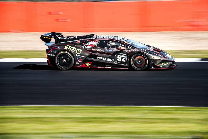 Mit diesem Lamborghini brettert Lucas Mauron über die Rennstrecke. (Bild: coolor.ch)