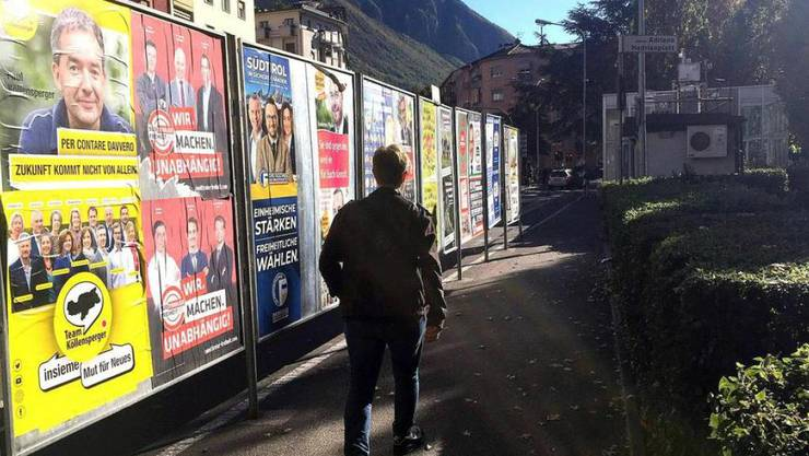 Wahlplakate der Parteien am Sonntag in Bozen.