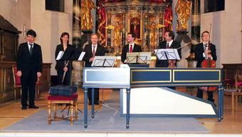 Die Musikerin und die Musiker nehmen am Schluss des Konzerts den verdienten Applaus des Publikums entgegen. dds