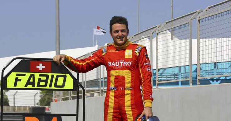 Nach über 30 Jahren hat mit Fabio Leimer wieder ein Schweizer den Weltmeistertitel in der GP2-Serie gewonnen. Der Automobilrennfahrer konnte in seiner vierten Saison endlich den lange ersehnten Titel einfahren. Trotzdem ist sein grosses Ziel, der Sprung in die Formel 1, mehr als ungewiss - obwohl viele seiner Vorgänger diesen Weg beschritten. An Leimers fahrerischen Qualitäten dürfte es nicht liegen. Vielmehr fehlt es an potenten Sponsoren, um ein Cockpit in der finanzgeplagten Königsklasse zu ergattern. Und was macht Leimer jetzt? DTM, Langstrecken-WM oder Indycar-Serie? Vorerst leistet der Aargauer in der Spitzensport-RS Dienst am Vaterland.