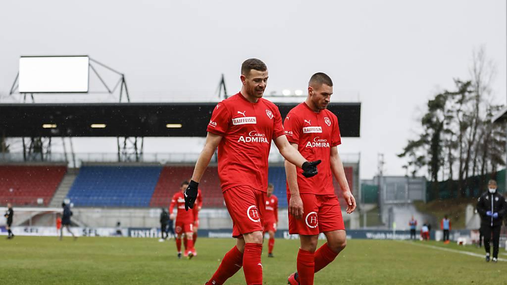 Diskussionsbedarf beim FC Vaduz: Denis Simani und Fuad Rahimi besprechen den Auftritt beim 0:3 gegen Davos