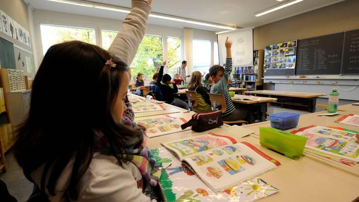 Die Kommission sieht es als verfrüht, bereits heute eine abschliessende Beurteilung zum Frühsprachenunterricht vorzunehmen.