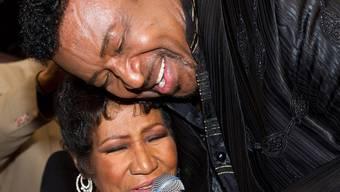 Aretha Franklin und Dennis Edwards begeistern mit Gesangseinlage