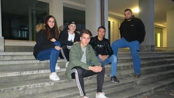 Wollen einen Platz, wo sie und ihre Kollegen sich ungestört abends treffen können: (v.l.) Valentina, Jan, Michael, Elvedin und Adnan.