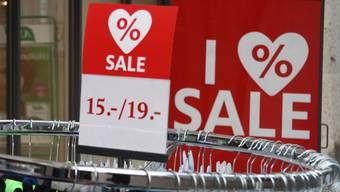 Der Ausverkauf von Kleidern und Schuhen wirkt sich auf den Basler Index aus.