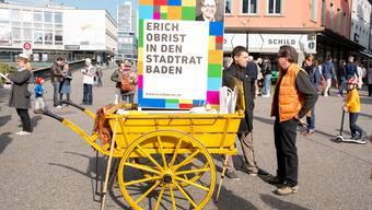 Badener Stadtratswahl-Kandidaten präsentieren sich am Wochenmarkt vor dem Manor (Schlossbergplatz) an eigenen Ständen.