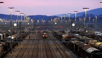 Kann der Rangierbahnhof Limmattal mangels Auslastung besser genutzt werden? Für Wohnungen, gar als Park? Die Diskussion hat begonnen.