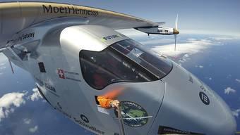 """Selfie über dem Atlantik auf dem Weg nach Sevilla: Mittlerweile ist der Solarflieger """"Solar Impulse 2"""" bereits auf dem Weg nach Kairo. Es soll die zweitletzte Etappe der Weltumrundung sein. (Archivbild)"""