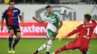 Steht Albian Ajeti (m.) kurz vor der Rückkehr zum FC Basel?