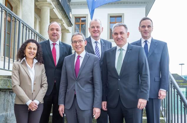 Staatsschreiberin Vincenza Trivigno, Markus Dieth, Urs Hofmann, Stephan Attiger, Alex Hürzeler, Jean-Pierre Gallati (von links).