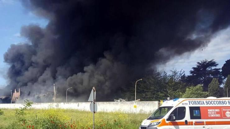 Der Brand in der Kehrichtanlage führte zu einer enormen Rauchwolke.