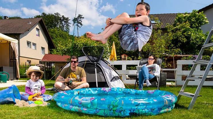 Paul Bühlers Familie macht das Beste aus der Coronasituation und verbringt die Ferien im Garten.