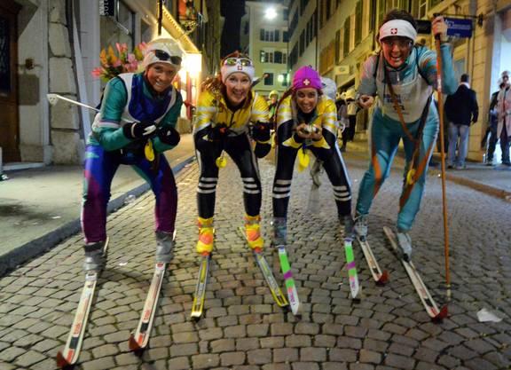 Die Tatsache, dass es keinen Schnee hat, hält diese Solothurner nicht davon ab trotzdem Ski zu fahren.