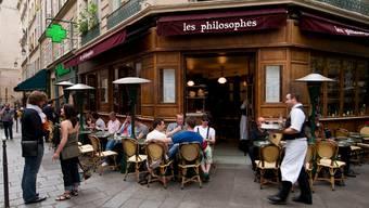 Frankreich ist für Schweizer nicht nur wegen des Savoir-vivre attraktiv (im Bild ein Café im Pariser Marais). Sergio Pitamitz/Laif