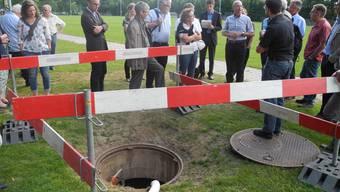 Das 600 Meter tiefe Bohrloch der ungenutzten Thermalquelle liegt am Spielfeldrand des Sportplatzes Schiffacker.