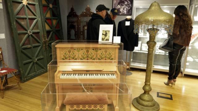 Nur 58 Tasten aber trotzdem 3,4 Millionen Dollar wert: Film-Piano