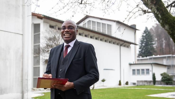 Freut sich auf die Adventszeit – die letzte als Pfarrer von Zuchwil: Valentine Koledoye