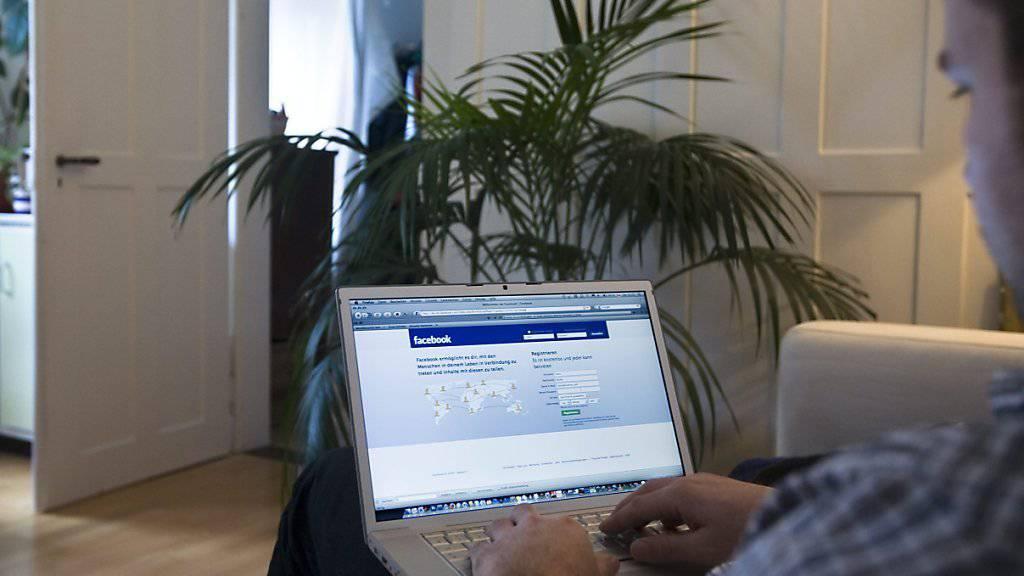 Facebook treibt die Kommerzialisierung voran: Künftig sollen Nutzer direkt auf der Online-Plattform einkaufen können.