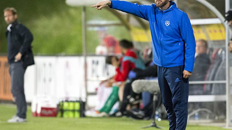 Vaduz-Trainer Roland Vrabec dirigiert sein Team in der Europa League zum Sieg