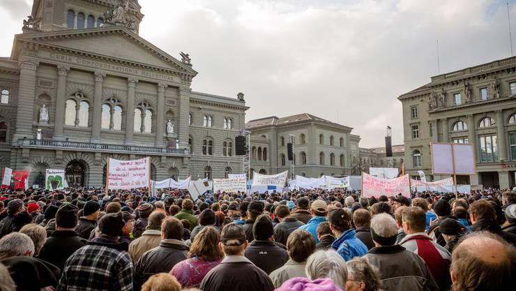 Die demonstrierenden Bauern vor dem Berner Bundeshaus.