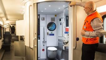 Bis Ende 2018 wollen die SBB alle Zugtoiletten mit Desinfektions- und Duftsprays ausstatten.