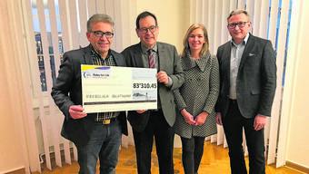 Da herrscht Freude über so viel Spendengeld: (v.l.) Urs Ackermann, Andreas Eng, Stephanie Affolter und Stephan Berger.