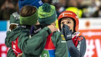 Jubel über den ersten WM-Titel eines Frauenteams: Deutschlands Skispringerinnen