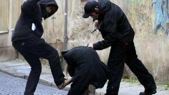 Beim Streit wurden zwei Personen schwer verletzt. (Symbolbild)
