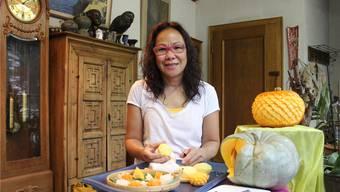 Yuwarin Flurys Gemüse-Schnitzereien werden auch heute wieder an der Kürbisnacht zu sehen sein.