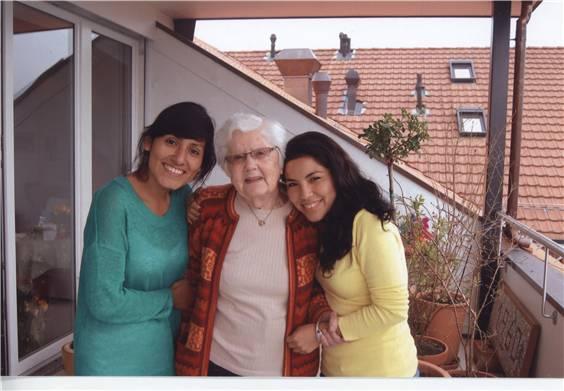 Elsbeth Greminger (Mitte) wurde kürzlich von zwei ehemaligen Schulkindern von Peru besucht.