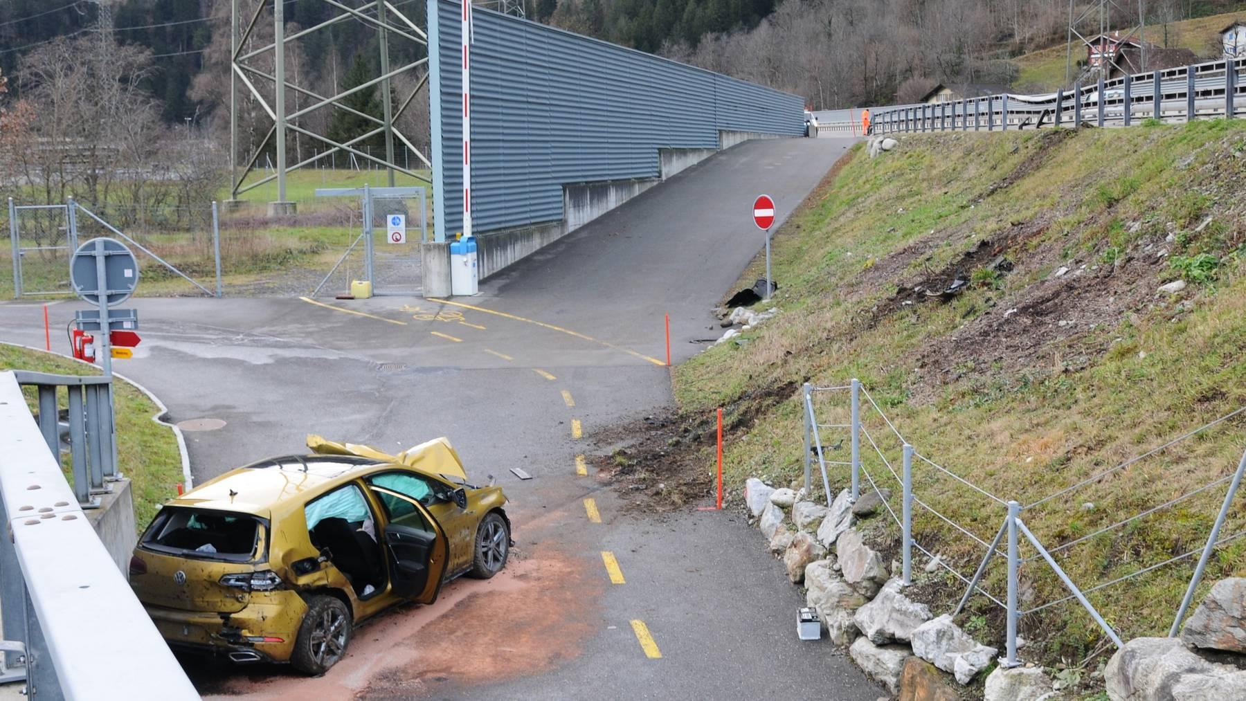 Aargauer flog bei Silenen von der Autobahn