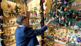 Die Unternehmerin Alix Paulsen sammelt für ihr Museum in Husum Weihnachtsutensilien. (Archiv) )