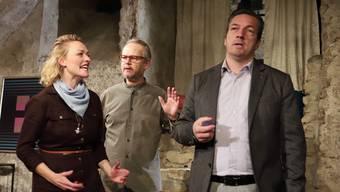 Joana (Susanne Kunz) deckt Gatte Valentin (Patric Gehrig) mit Vorwürfen ein. Therapeut (Peter Niklaus Steiner) versucht zu schlichten.