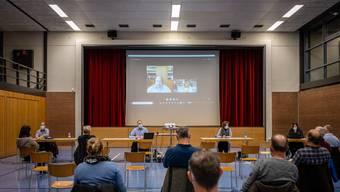 So hat sich Stefan Berger die Gemeindeversammlung nicht vorgestellt: Er war aus der Quarantäne via Skype zugeschaltet.